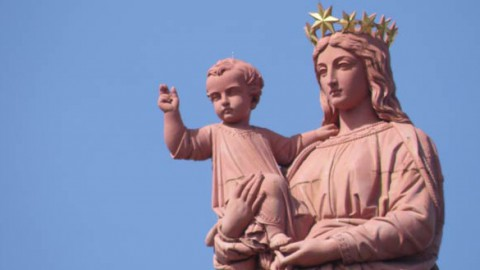 Avec Marie, Mère du Fils de Dieu