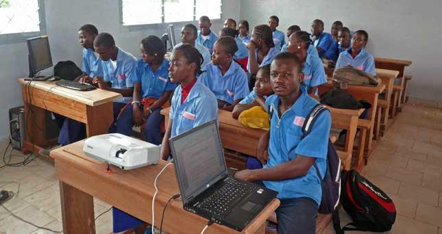 élèves du lycée Sainte Rita, œuvre marianiste, à Brazzaville