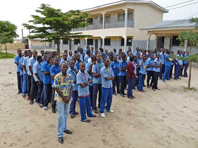 élèves du lycée Sainte Rita à Brazzaville