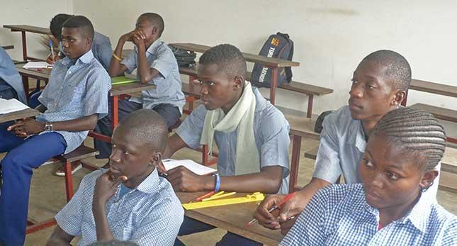 Une classe de 3eme au collège de Voka, œuvre marianiste au Congo
