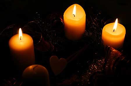 trois-bougies-de-l-avent-une