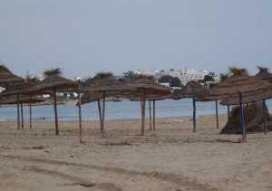 plage de Hammamet et ses parasols